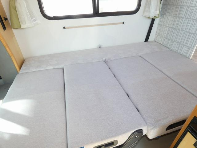 AtoZ アミティ 8ナンバーキャンピングカー サブバッテリー 走行充電 外部電源 リアTV シンク 冷蔵庫 常設2段ベッド マックスファン バックモニター 走行用リアクーラー(11枚目)