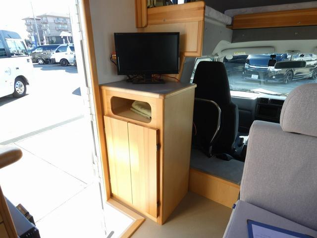 AtoZ アミティ 8ナンバーキャンピングカー サブバッテリー 走行充電 外部電源 リアTV シンク 冷蔵庫 常設2段ベッド マックスファン バックモニター 走行用リアクーラー(16枚目)