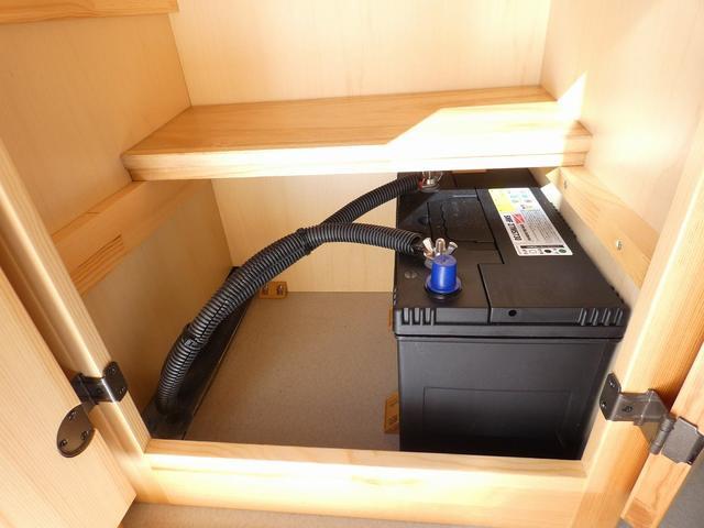 AtoZ アミティ 8ナンバーキャンピングカー サブバッテリー 走行充電 外部電源 リアTV シンク 冷蔵庫 常設2段ベッド マックスファン バックモニター 走行用リアクーラー(19枚目)