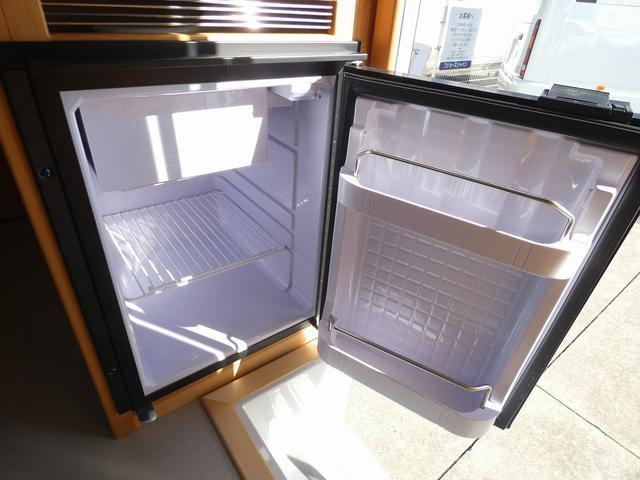 AtoZ アミティ 8ナンバーキャンピングカー サブバッテリー 走行充電 外部電源 リアTV シンク 冷蔵庫 常設2段ベッド マックスファン バックモニター 走行用リアクーラー(20枚目)