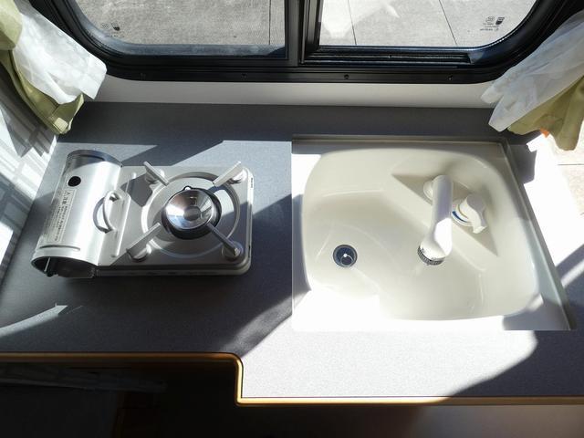 AtoZ アミティ 8ナンバーキャンピングカー サブバッテリー 走行充電 外部電源 リアTV シンク 冷蔵庫 常設2段ベッド マックスファン バックモニター 走行用リアクーラー(21枚目)