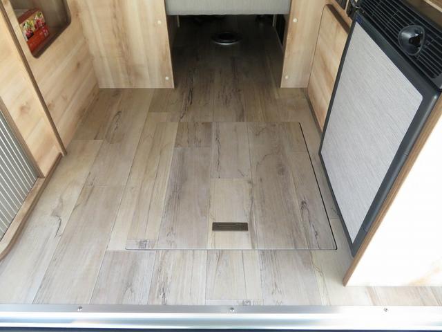 リノ匠 FOCS DS-Fスタイル 8ナンバーキャンピングカー リノベーション 新規架装 7名乗車 ファスプシート サブバッテリー 走行充電 外部充電 LED照明 冷蔵庫 床下収納(10枚目)