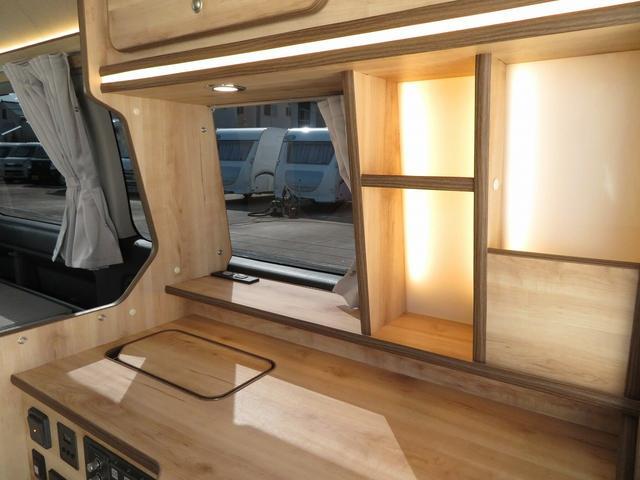 リノ匠 FOCS DS-Fスタイル 8ナンバーキャンピングカー リノベーション 新規架装 7名乗車 ファスプシート サブバッテリー 走行充電 外部充電 LED照明 冷蔵庫 床下収納(13枚目)