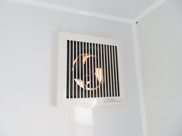 KCエアコン・パワステ 移動販売車 キッチンカー 4WD スズキセーフティサポートデュアルカメラ バックカメラ 正弦波インバーター サブバッテリー 外部充電 ステンレスシンク 給水排水タンク サッシ LEDライト 4ナンバー(9枚目)