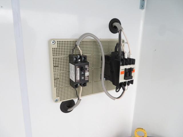 KCエアコン・パワステ 移動販売車 キッチンカー 4WD スズキセーフティサポートデュアルカメラ バックカメラ 正弦波インバーター サブバッテリー 外部充電 ステンレスシンク 給水排水タンク サッシ LEDライト 4ナンバー(14枚目)