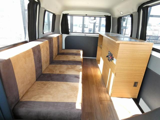 ステージ21 リゾートデュオユーロ キャンピングカー 4WD サブバッテリー ルーフベント サイドオーニング ローダウンサス インバーター1500W ポータブル冷蔵庫 べバストFFヒーター シンク 給排水タンク(6枚目)