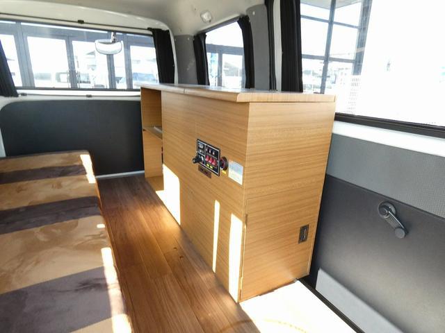 ステージ21 リゾートデュオユーロ キャンピングカー 4WD サブバッテリー ルーフベント サイドオーニング ローダウンサス インバーター1500W ポータブル冷蔵庫 べバストFFヒーター シンク 給排水タンク(7枚目)
