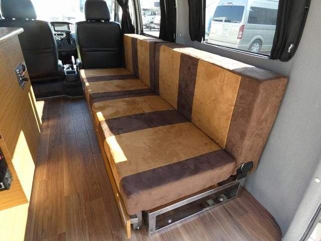 ステージ21 リゾートデュオユーロ キャンピングカー 4WD サブバッテリー ルーフベント サイドオーニング ローダウンサス インバーター1500W ポータブル冷蔵庫 べバストFFヒーター シンク 給排水タンク(9枚目)