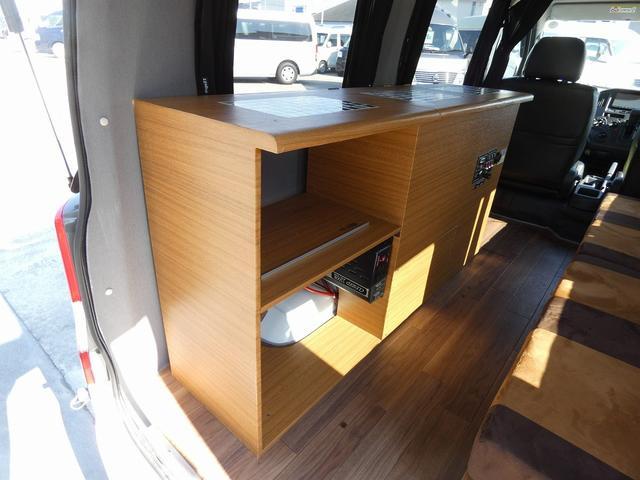 ステージ21 リゾートデュオユーロ キャンピングカー 4WD サブバッテリー ルーフベント サイドオーニング ローダウンサス インバーター1500W ポータブル冷蔵庫 べバストFFヒーター シンク 給排水タンク(10枚目)