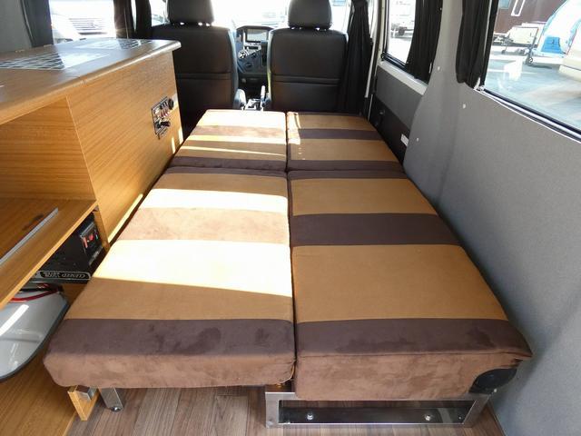 ステージ21 リゾートデュオユーロ キャンピングカー 4WD サブバッテリー ルーフベント サイドオーニング ローダウンサス インバーター1500W ポータブル冷蔵庫 べバストFFヒーター シンク 給排水タンク(16枚目)