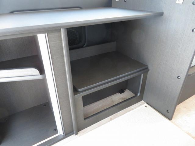 8ナンバーキャンピングカー 宮大工工法 高断熱 サブバッテリー 走行充電 外部充電 シンク 冷蔵庫 ファスプシート(9枚目)