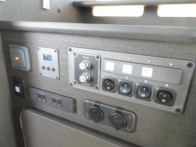 8ナンバーキャンピングカー 宮大工工法 高断熱 サブバッテリー 走行充電 外部充電 シンク 冷蔵庫 ファスプシート(17枚目)