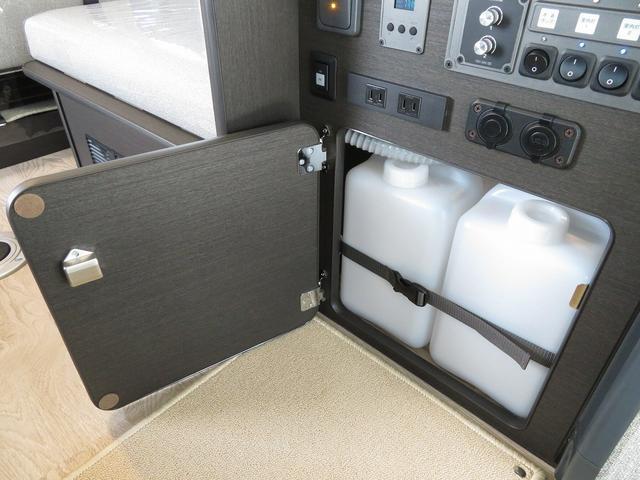 8ナンバーキャンピングカー 宮大工工法 高断熱 サブバッテリー 走行充電 外部充電 シンク 冷蔵庫 ファスプシート(18枚目)