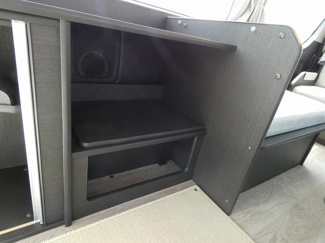 8ナンバーキャンピングカー 宮大工工法 高断熱 サブバッテリー 走行充電 外部充電 シンク 冷蔵庫 カセットコンロ LED照明 リアスピーカー フリップダウンモニター(9枚目)