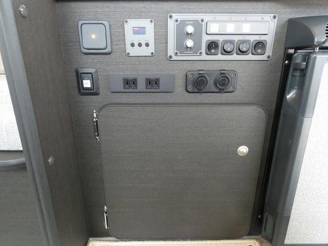 8ナンバーキャンピングカー 宮大工工法 高断熱 サブバッテリー 走行充電 外部充電 シンク 冷蔵庫 カセットコンロ LED照明 リアスピーカー フリップダウンモニター(19枚目)