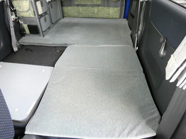 ホワイトハウス製マイボックス 5ナンバーキャンピング仕様 ターボ 4WD サブバッテリー 走行充電 外部充電 ソーラーパネル シンク 収納棚 ベッドマット テーブル(3枚目)