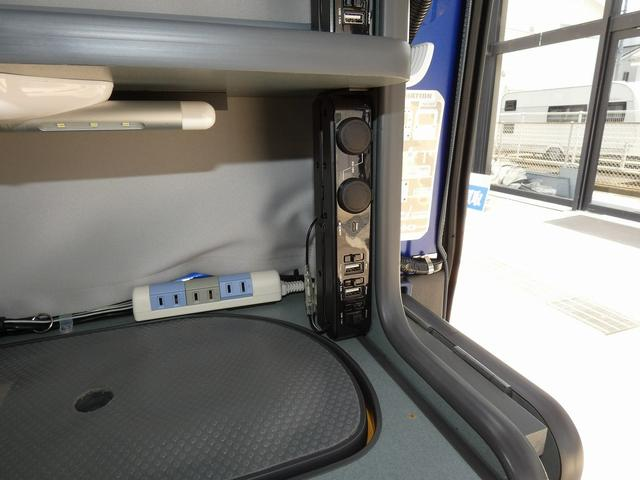 ホワイトハウス製マイボックス 5ナンバーキャンピング仕様 ターボ 4WD サブバッテリー 走行充電 外部充電 ソーラーパネル シンク 収納棚 ベッドマット テーブル(11枚目)