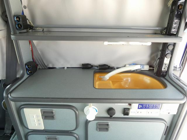 ホワイトハウス製マイボックス 5ナンバーキャンピング仕様 ターボ 4WD サブバッテリー 走行充電 外部充電 ソーラーパネル シンク 収納棚 ベッドマット テーブル(13枚目)