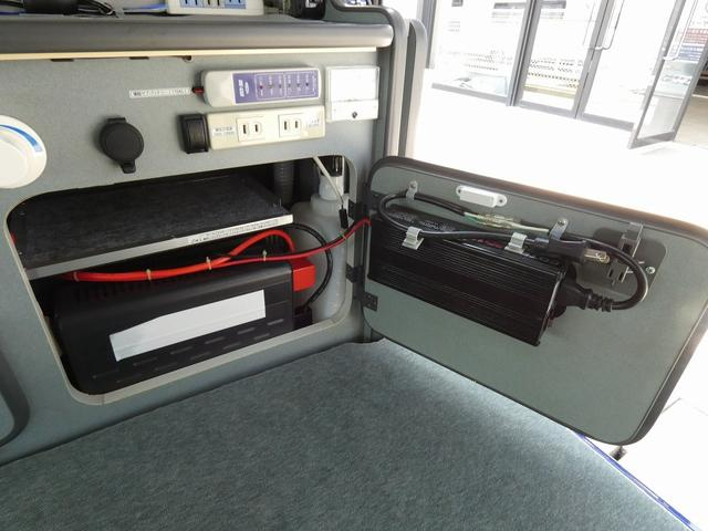 ホワイトハウス製マイボックス 5ナンバーキャンピング仕様 ターボ 4WD サブバッテリー 走行充電 外部充電 ソーラーパネル シンク 収納棚 ベッドマット テーブル(14枚目)