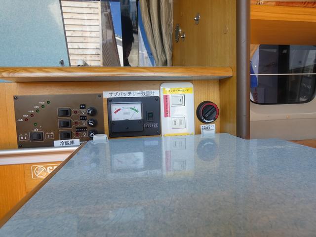 ナッツRV ラディッシュ 8ナンバーキャンピング ツインサブバッテリー 1500Wインバーター FFヒーター マックスファン ソーラーパネル フリップダウンモニター サイドオーニング(19枚目)
