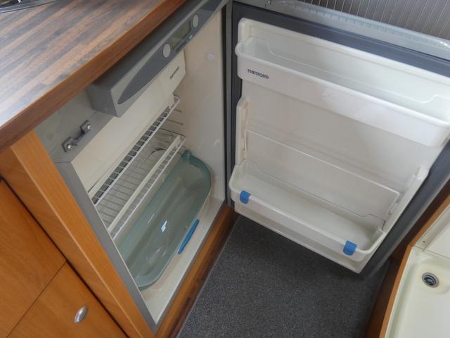 フォード トランジット ハイマーエクシス512 ツインサブバッテリー 1500Wインバーター 冷蔵庫 シンク 電子レンジ 温水ボイラー シャワー トイレ FFヒーター ソーラーパネル(5枚目)