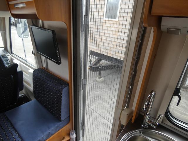 フォード トランジット ハイマーエクシス512 ツインサブバッテリー 1500Wインバーター 冷蔵庫 シンク 電子レンジ 温水ボイラー シャワー トイレ FFヒーター ソーラーパネル(6枚目)