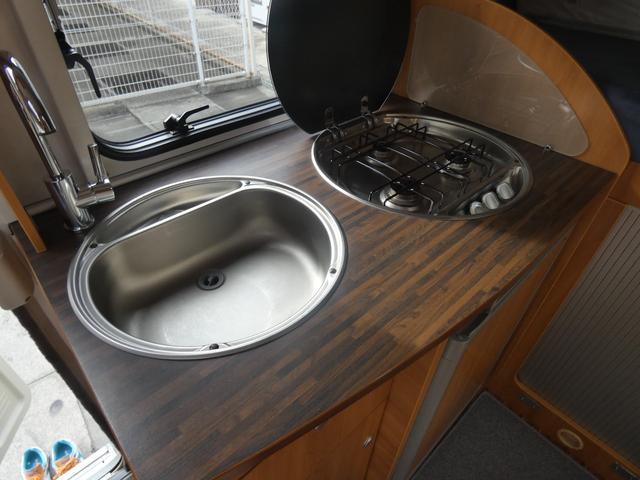 フォード トランジット ハイマーエクシス512 ツインサブバッテリー 1500Wインバーター 冷蔵庫 シンク 電子レンジ 温水ボイラー シャワー トイレ FFヒーター ソーラーパネル(12枚目)