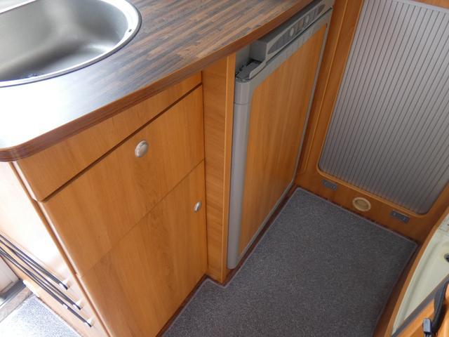フォード トランジット ハイマーエクシス512 ツインサブバッテリー 1500Wインバーター 冷蔵庫 シンク 電子レンジ 温水ボイラー シャワー トイレ FFヒーター ソーラーパネル(13枚目)