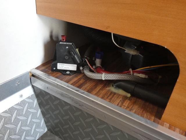 フォード トランジット ハイマーエクシス512 ツインサブバッテリー 1500Wインバーター 冷蔵庫 シンク 電子レンジ 温水ボイラー シャワー トイレ FFヒーター ソーラーパネル(27枚目)