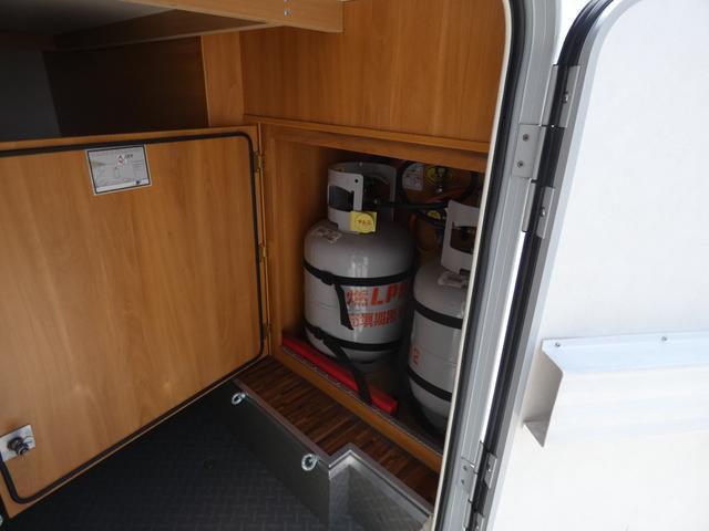 フォード トランジット ハイマーエクシス512 ツインサブバッテリー 1500Wインバーター 冷蔵庫 シンク 電子レンジ 温水ボイラー シャワー トイレ FFヒーター ソーラーパネル(31枚目)