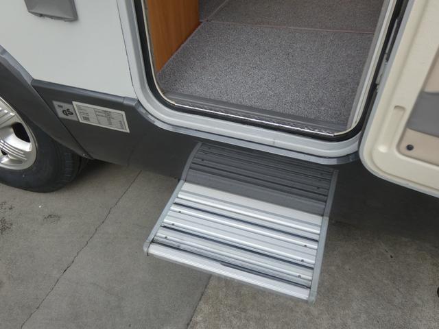 フォード トランジット ハイマーエクシス512 ツインサブバッテリー 1500Wインバーター 冷蔵庫 シンク 電子レンジ 温水ボイラー シャワー トイレ FFヒーター ソーラーパネル(32枚目)