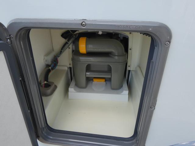 フォード トランジット ハイマーエクシス512 ツインサブバッテリー 1500Wインバーター 冷蔵庫 シンク 電子レンジ 温水ボイラー シャワー トイレ FFヒーター ソーラーパネル(34枚目)