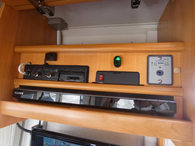 フォード トランジット ハイマーエクシス512 ツインサブバッテリー 1500Wインバーター 冷蔵庫 シンク 電子レンジ 温水ボイラー シャワー トイレ FFヒーター ソーラーパネル(35枚目)