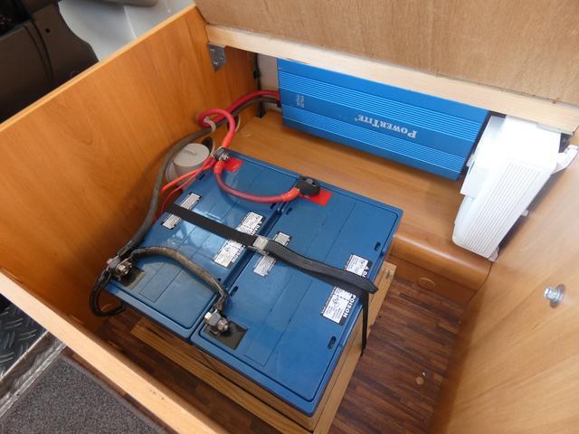フォード トランジット ハイマーエクシス512 ツインサブバッテリー 1500Wインバーター 冷蔵庫 シンク 電子レンジ 温水ボイラー シャワー トイレ FFヒーター ソーラーパネル(55枚目)