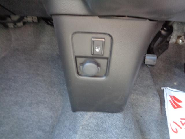 運転席シートヒーター装備。寒い季節にはとても役に立つ有難い装備です。