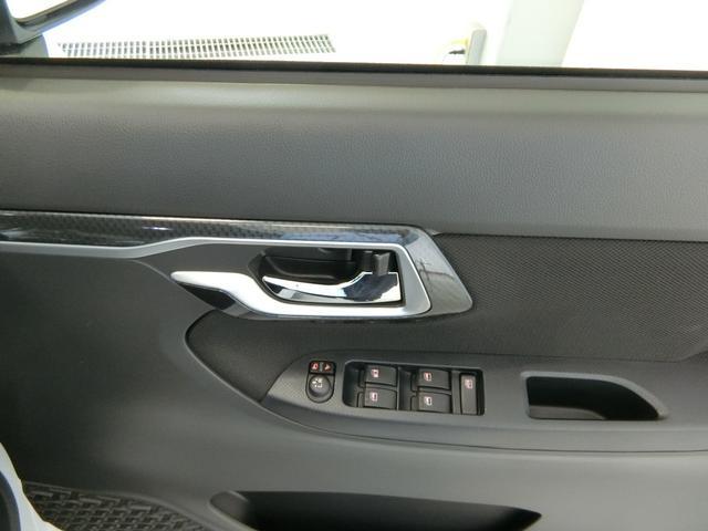 カスタム XリミテッドII SAIII 衝突被害軽減ブレーキ 横滑り防止装置 オートマチックハイビーム アイドリングストップ ステアリングスイッチ キーフリーシステム オートエアコン バイザー マット パノラマモニター LEDヘッドランプ(11枚目)