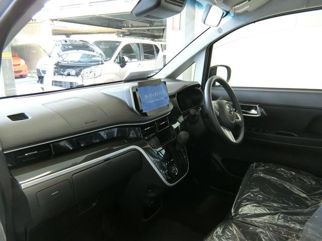 カスタム XリミテッドII SAIII 衝突被害軽減ブレーキ 横滑り防止装置 オートマチックハイビーム アイドリングストップ ステアリングスイッチ オートライト キーフリーシステム オートエアコン パノラマモニター バイザー マット LED(11枚目)