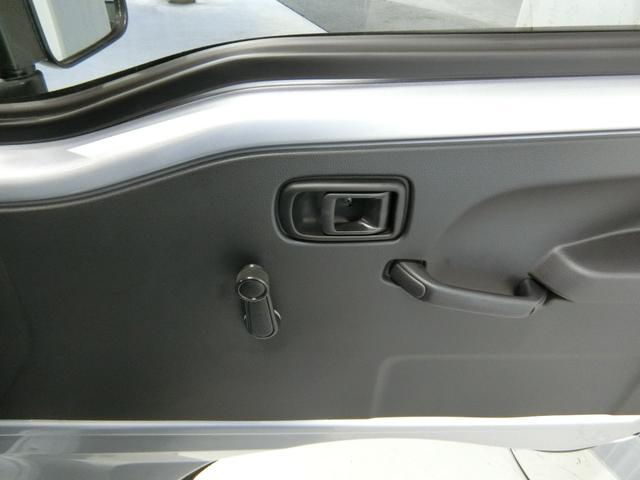 スタンダードSAIIIt 衝突被害軽減ブレーキ 横滑り防止装置 パートタイム4WD 5速MT車 バイザー マット 純正オーディオ 吸殻入れ エアコン エアバック 手動式ウィンドウ ライトマニュアルレベリング LEDヘッドランプ(9枚目)