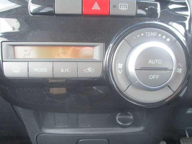 操作しやすいオートエアコンで社内は、快適ですね。