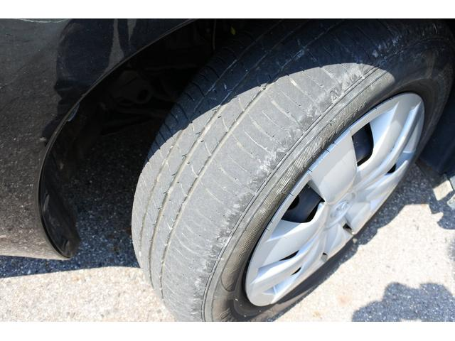タイヤの山まだまだ残ってます!これからの走行距離と使い方にもよりますが、すぐに買いかえる心配もなく、次回車検まで使えるかも?