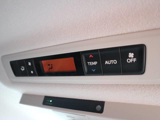 Wエアコン搭載☆ 広い車内は暑い夏も寒い冬もいつも快適な状態でお出かけ出来ます♪