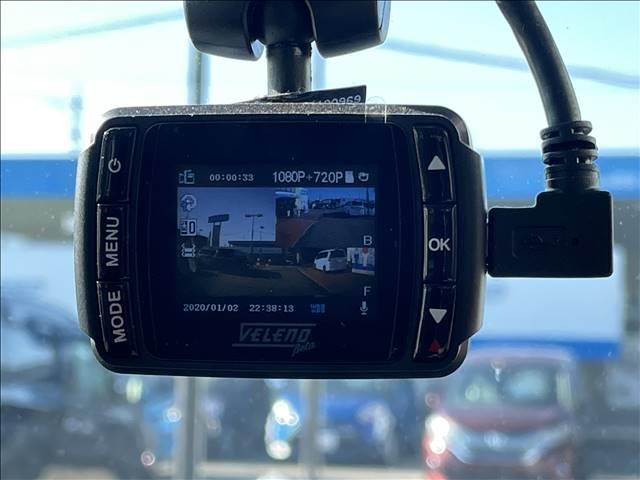 ドライブレコーダーを装着。安心ドライブの必須アイテムです。
