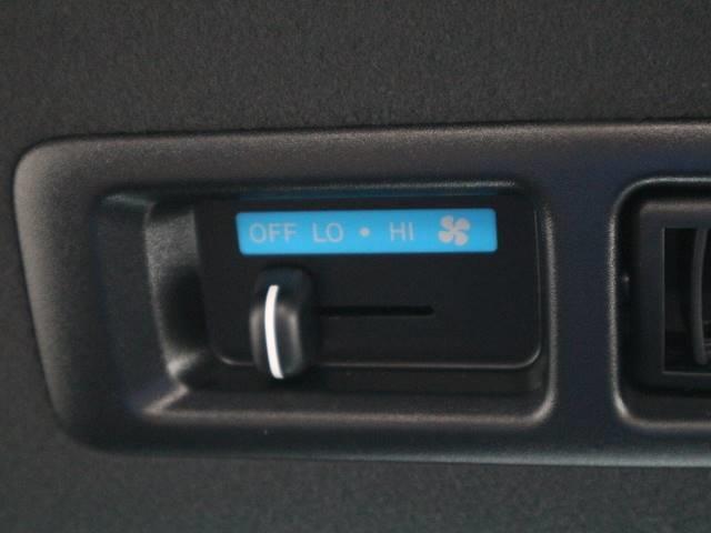 リヤクーラー&ヒーターを装備。広い車内はいつも快適な状態な状態でお出かけ出来ます。