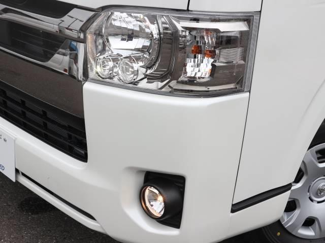 純正LEDヘッドライトを装備。行く先を明るく照らしてくれます。