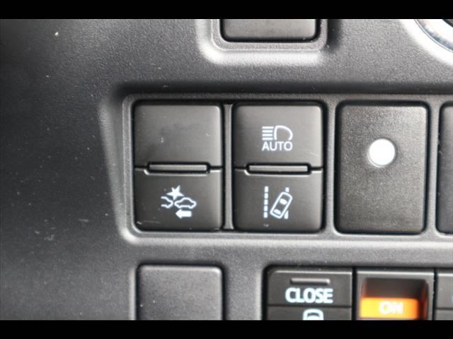 ZS GRスポーツ 10型ナビ バックカメラ ETC フルセグ フリップダウン 両側電動ドア ハーフレザー 純正アルミ スマートキー プッシュスタート セーフティセンス LEDヘッドライト(8枚目)