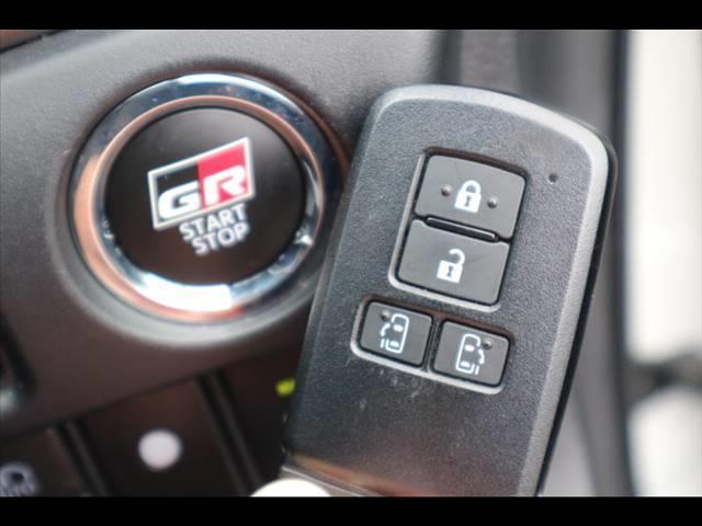 ZS GRスポーツ 10型ナビ バックカメラ ETC フルセグ フリップダウン 両側電動ドア ハーフレザー 純正アルミ スマートキー プッシュスタート セーフティセンス LEDヘッドライト(9枚目)