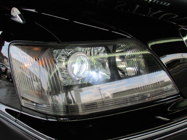 『CCFLホワイトリング内蔵オリジナルHIDプロジェクターヘッドライト:ブラックインナータイプ』装着済み!!