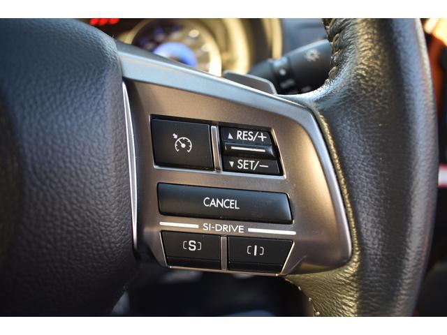 [クルーズコントロール]クルーズコントロールスイッチ。高速や自動車専用道路など信号の無い道路を走行する際に、任意で速度を設定し、その設定速度で巡航できるシステムです。