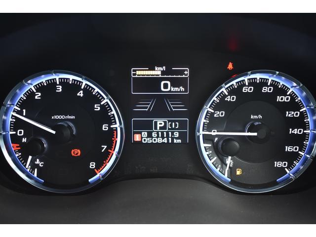 メーターはエンジン始動時針が一度振り切れるアクションでドライバーの心を鷲掴み!