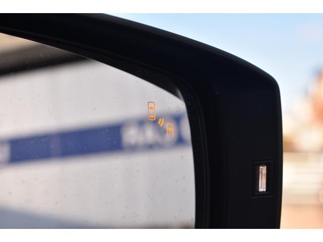 [リヤビークルディテクション]後方からの車の接近もLEDで知らせてくれます